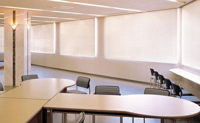 窓際の印象でオフィスが変わる!ブラインドの種類と人気アイテム│画像2