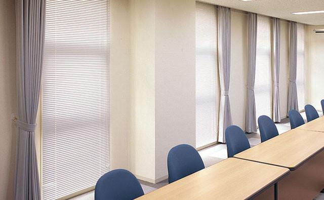 窓際の印象でオフィスが変わる!ブラインドの種類と人気アイテム│画像3
