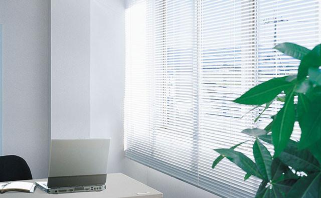 窓際の印象でオフィスが変わる!ブラインドの種類と人気アイテム│画像5