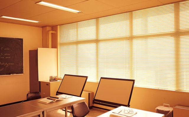 窓際の印象でオフィスが変わる!ブラインドの種類と人気アイテム│画像6