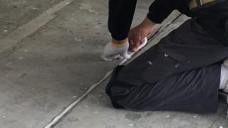 凸凹床でも大丈夫~丁寧な不陸(ふりく)調整で床を真っ平にした弊社施工事例~