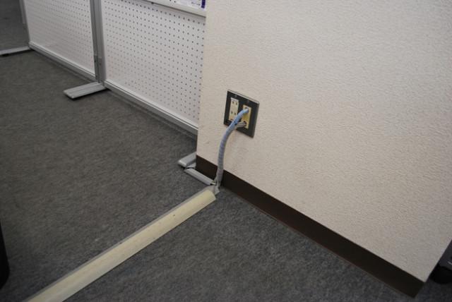 モール(配線カバー)がついていたら折角のオフィスの見た目が台無し
