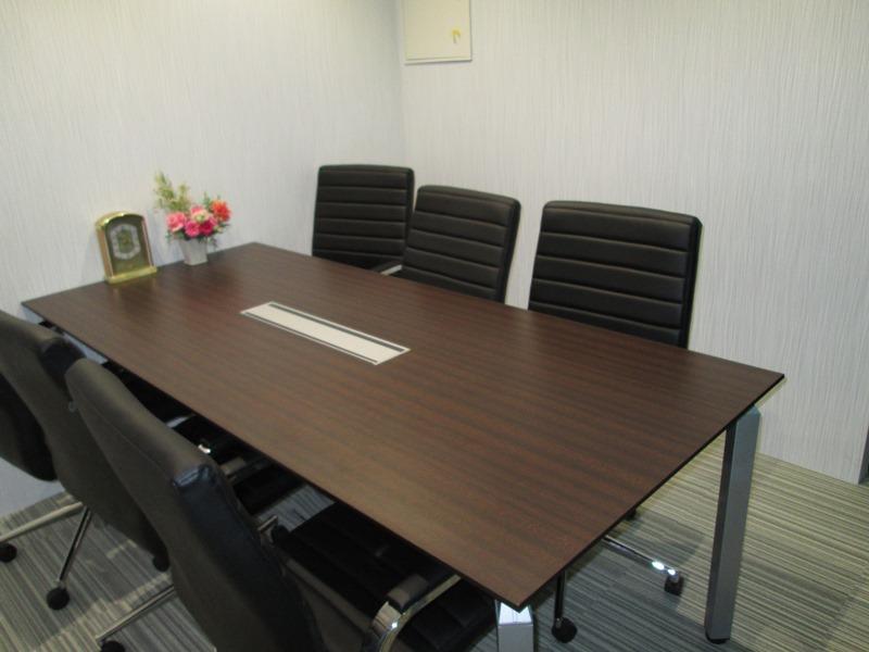 オフィス 会議室 茶色 ブラウン