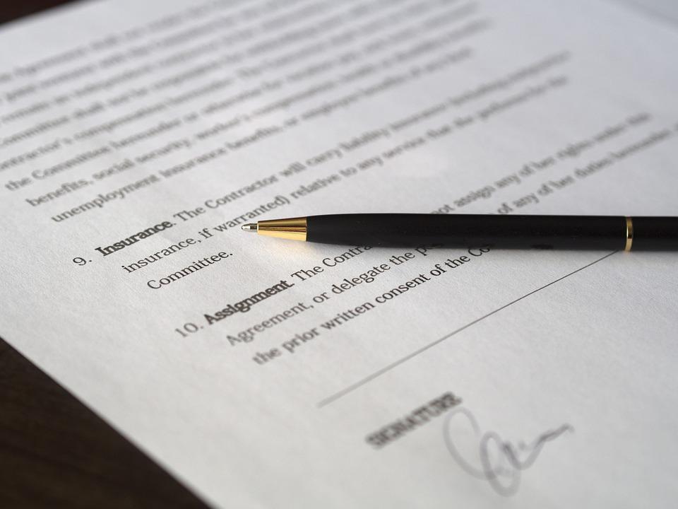 契約書の製本の方法を解説。署名...