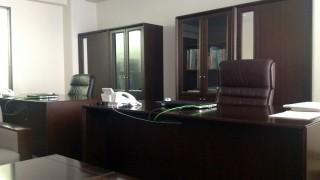 新規で会社を立ち上げた。オフィス家具は買うのとリースするのと、どっちがよいのか?