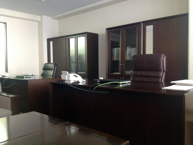 新規で会社を立ち上げた。オフィス家具は買うのとリースするのと、どっちがよいのか?│画像1