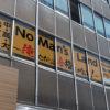 オフィスビルの窓面に「窓ガラス広告」を出すことはOKなの?NGなの?