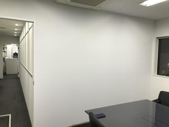 【造作壁へのホワイトボードシート工事】の施工事例
